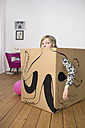 Girl inside a cardboard box painted with an octopus - PSTF00008