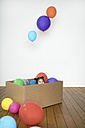Girl inside cardboard box with balloons - PSTF00023
