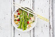 Bowl of vegan Pad thai with mini green asparagus and tofu - LVF06094