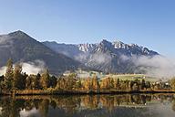 Austria, Tyrol, Lake Walchsee in autumn - GWF05211