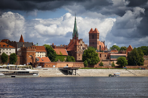 Poland, Torun, view to city skyline with Vistula River in the foreground - ABOF00195