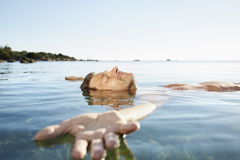 Relaxed mature man floating in the sea - PDF01227