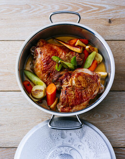 Pot of turkey with vegetables - PPXF00056