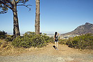 South Africa, Cape Town, Signal Hill, young woman overlooking the city - SRYF00512