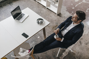 Businessman having a coffee break - KNSF01302