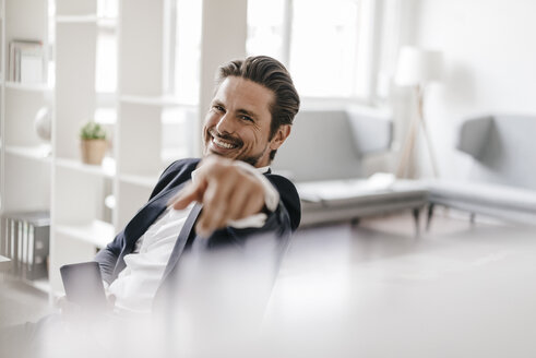 Portrait of smiling businessman in office - KNSF01323
