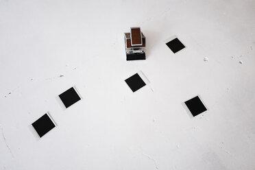 Instant camera with instant films - KNSF01435