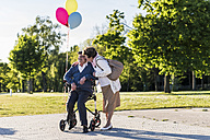 Happy senior couple with balloons - UUF10667