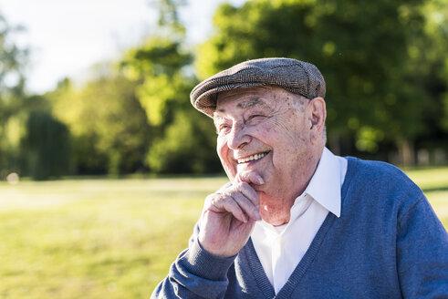 Portrait of smiling senior man wearing cap - UUF10670
