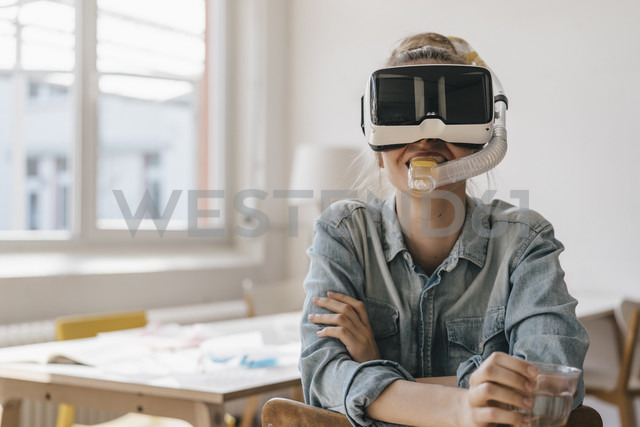 Young woman with VR glasses and snorkel - KNSF01471