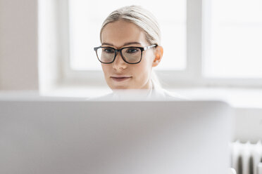 Portrait of businesswoman working with computer - JOSF01056
