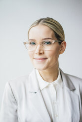 Portrait of blond businesswoman wearing glasses - JOSF01062