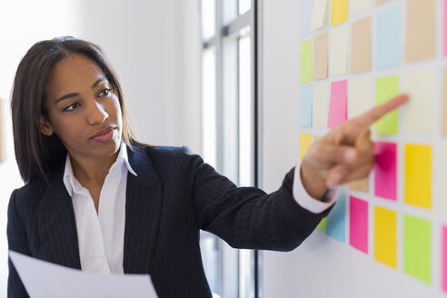 Businesswoman leading a presentation in office - GIOF02660