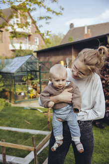 Mother with baby boy in the garden - MFF03642