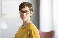 Portrait of woman wearing glasses - RBF05718