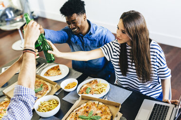 Group of friends having pizza and beer at home - GIOF02776