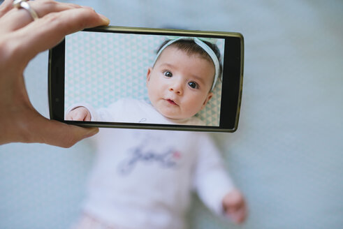 Woman taking a cell phone picture of a baby girl - GEMF01671