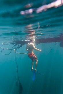 Man underwater - KNTF00854