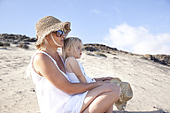 Spain, Fuerteventura, mother with daughter on the beach - MFRF00859
