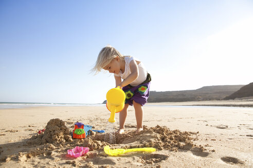 Spain, Fuerteventura, girl playing on the beach - MFRF00871