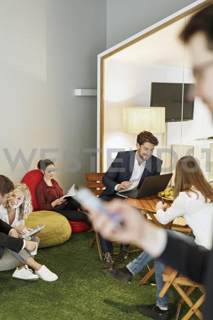 Creative informal meeting in office - PESF00628