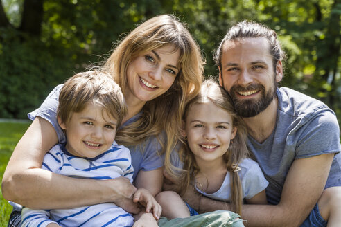 Portrait of happy family outdoors - TCF05442