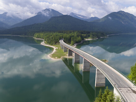 Germany, Bavaria, Sylvenstein dam and bridge with the Alps in background - STCF00324
