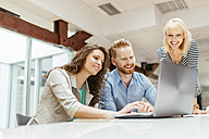 Business people working together in office - ZEDF00595