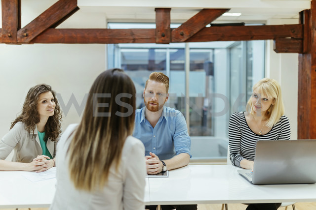 Business people working together in office - ZEDF00622