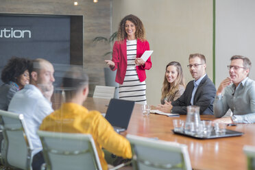 Businesswoman leading a meeting in boardroom - ZEF14002