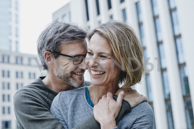 Happy mature couple hugging outdoors - RORF00926 - Roger Richter/Westend61