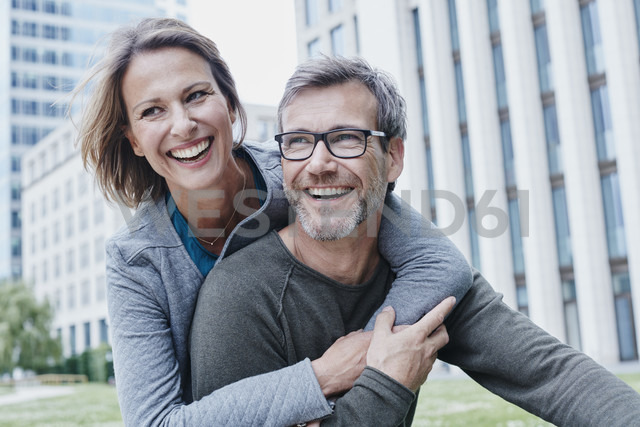 Happy mature couple hugging outdoors - RORF00929 - Roger Richter/Westend61