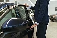 Customer looking at car in car dealership - ZEDF00654