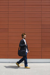 Young businessman with dreadlocks and shoulder bag - MGIF00019