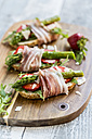 Baguette with strawberries, rocket, asparagus, pecorino flakes and bacon - SARF03337