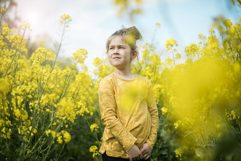 Girl standing in rape field - MOEF00003
