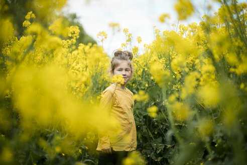 Girl standing in rape field - MOEF00006