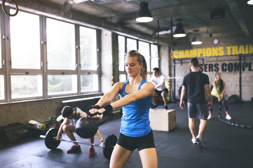 Group of young people exercising in gym - HAPF01806