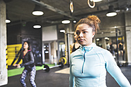 Young woman with training partners exercising in gym - HAPF01824