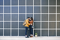 Kissing young couple - RTBF00947