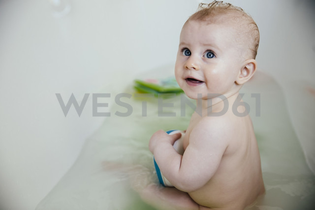 Portrait of baby boy sitting in a bathtub - MFF03685