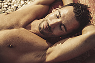Man relaxing on the beach - SUF00154