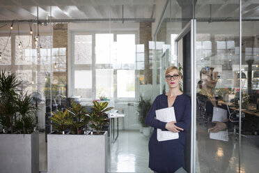 Portrait of a businesswoman in office, holding papers - RBF05825