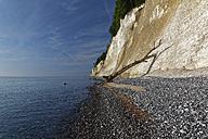 Germany, Mecklenburg-Western Pomerania, Jasmund National Park, Chalk coast at the Baltic Sea - GFF01000