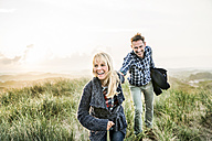 Happy couple in dunes - FMKF04224