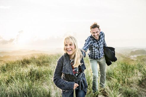 Happy couple in dunes - FMKF04224