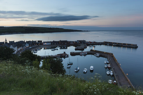 UK, Scotland, Stonehaven, harbor at twilight - FCF01218