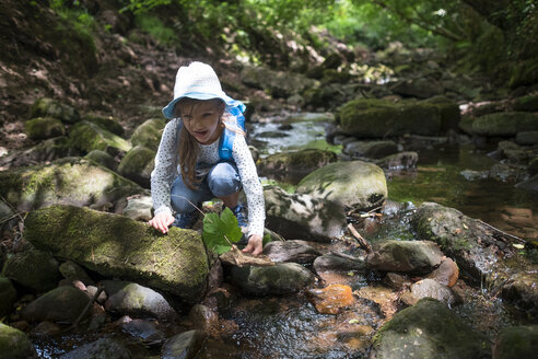 Little girl playing at brook in the woods - DIKF00258