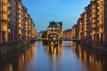 Germany, Hamburg, Wandrahmsfleet at Old Warehouse district at blue hour - RJF00711