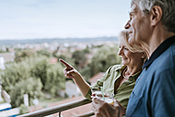 Senior couple talking on balcony - ZEDF00789